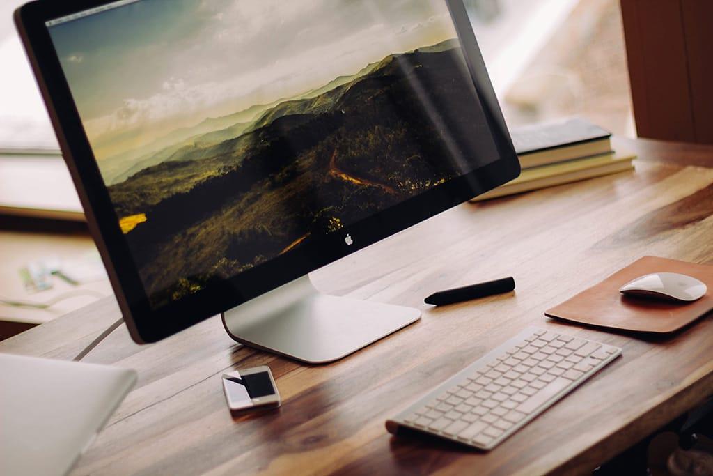 desk-m.jpg